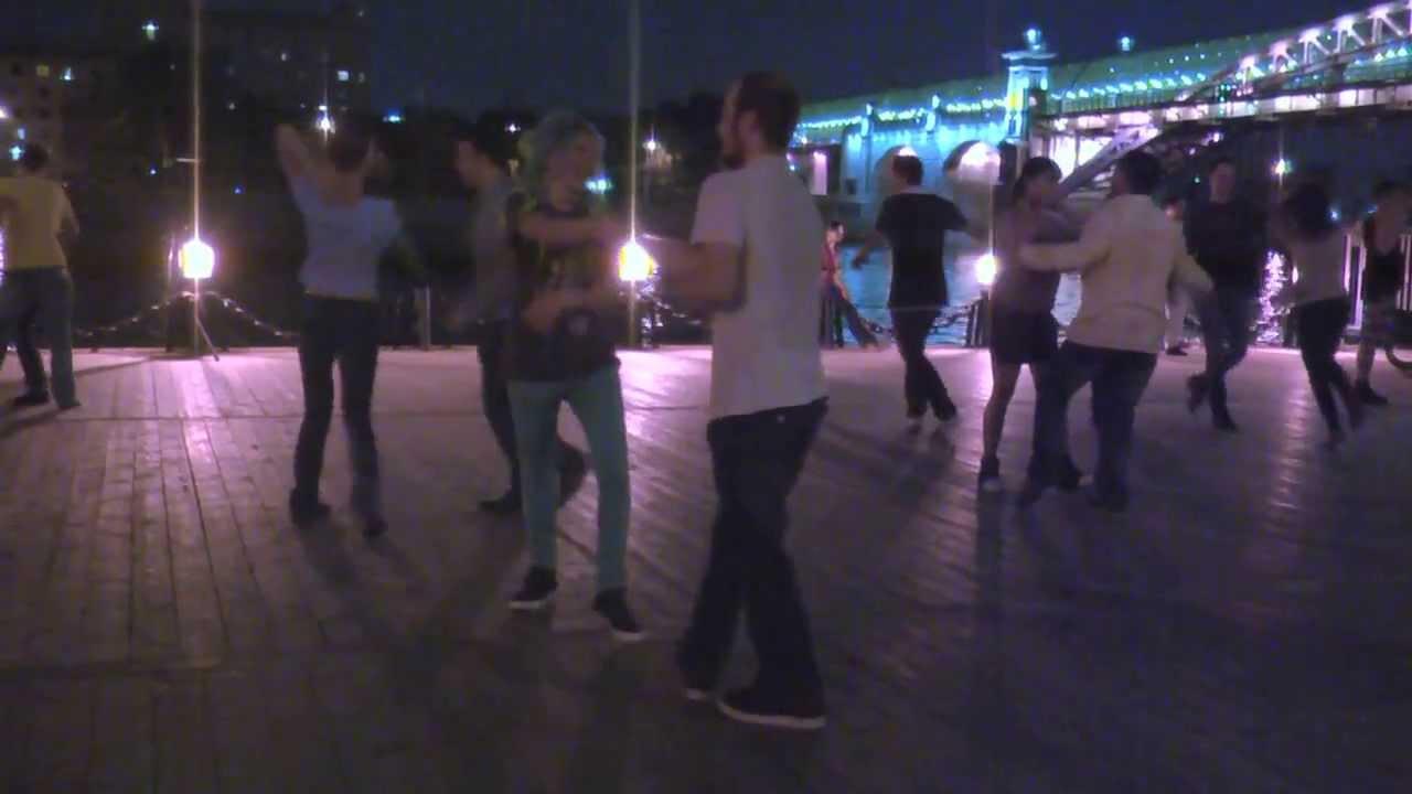 танец на набережной 9