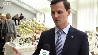 Кубки, медали, значки: в Новосибирске устроили выставку современных спортивных наград(, 2013-11-01T04:37:42.000Z)