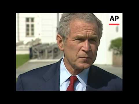 WRAP Family photo, lunch, Merkel, Blair on climate, Bush-Putin bilat