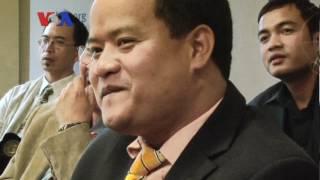 Independent Radio Operator Delays Returning to Cambodia (Cambodia news in Khmer)
