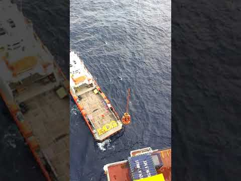 Basket transfer at offshore platform