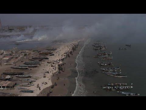 شاهد: شباب سنغاليون يحيون يوم التنظيف العالمي في شاطئ رملي قرب داكار…  - نشر قبل 2 ساعة