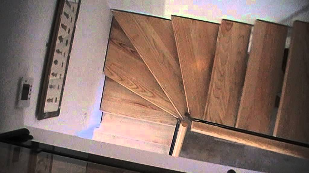 Escalier bois m tal demie tour limon central youtube - Escalier a limon central ...