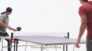 rafael nadal jugando al ping pong contra su hermano con los ojos cerrados