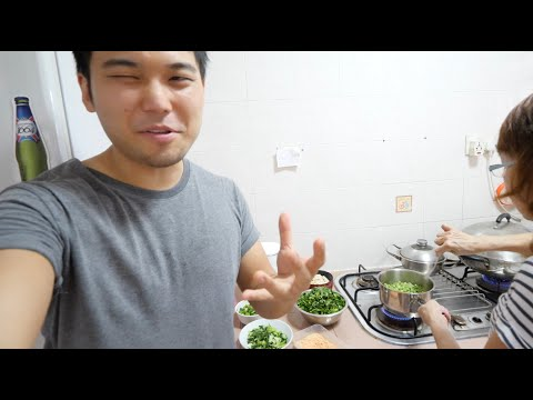 Japanese Son Tries Singaporean Mother in Law's Signature Dish 👩🏻