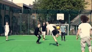 Фрираннеры играют в футбол Not Vine