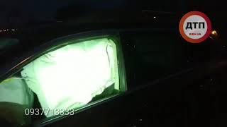 Видео с места:   В субботу утром, 16 февраля, на мосту Патона произошло ДТП. Subaru Outback на полно