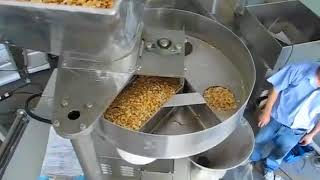 VP42 with volumetric cup system corn packing machine
