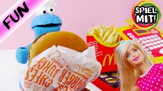 KRÜMELMONSTER KAUFT BEI MCDONALDS EIN! Cheeseburger bei Barbie kaufen! Spiel mit mir