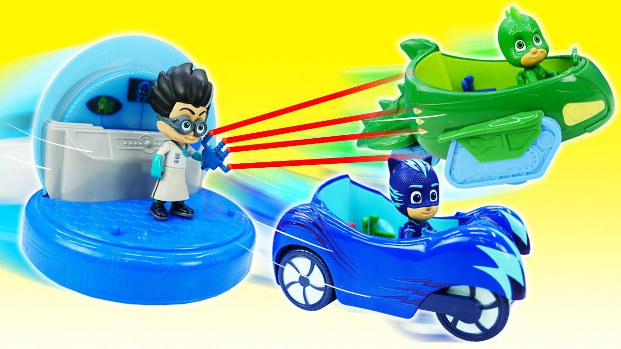 Romeo roubou os carros de PJ Masks! História infantil com super heróis de brinquedo