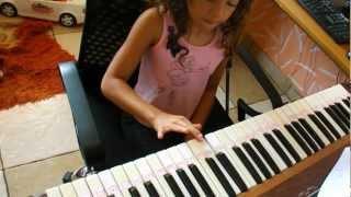 A menina de 7 anos que ficou famosa tocando Nona sinfonia de Beethoven - Julia Webba