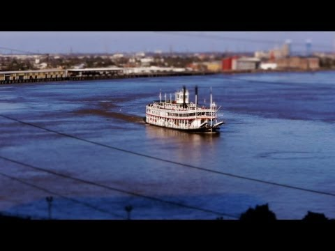 The Minnissippi River (Time-Lapse ,Tilt-Shift)