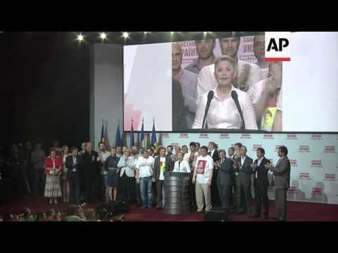 Exit poll shows election win for Poroshenko; Tymoshenko reax, people watch screens