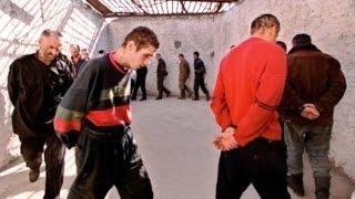 Как издеваются над чеченцами в тюрьме!!!