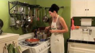 The Model Vegan: Spaghetti With Hearty Tomato Sauce