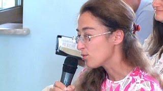 Уля и морковка (детская история)(Девочка Уля не любила кушать морковку и поэтому у нее ухудшилось зрение. Но после того как она полюбила..., 2014-08-06T22:05:57.000Z)