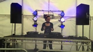 DJ D-Vox with live vocals at Soundwave Mini Festival 12.09.15