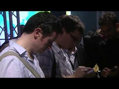 تحذيرات من خطر استخدام الهواتف الذكية