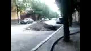 Черновцы... ул. Б. Хмельницкого(В Черновцах на улице Богдана Хмельницкого уже как больше года не могут сделать ремонт дороги, с каждым меся..., 2013-07-12T17:44:44.000Z)