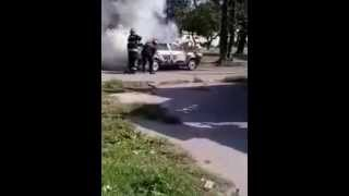 Incendio de un auto en Barrio Santa Rosa de Lima