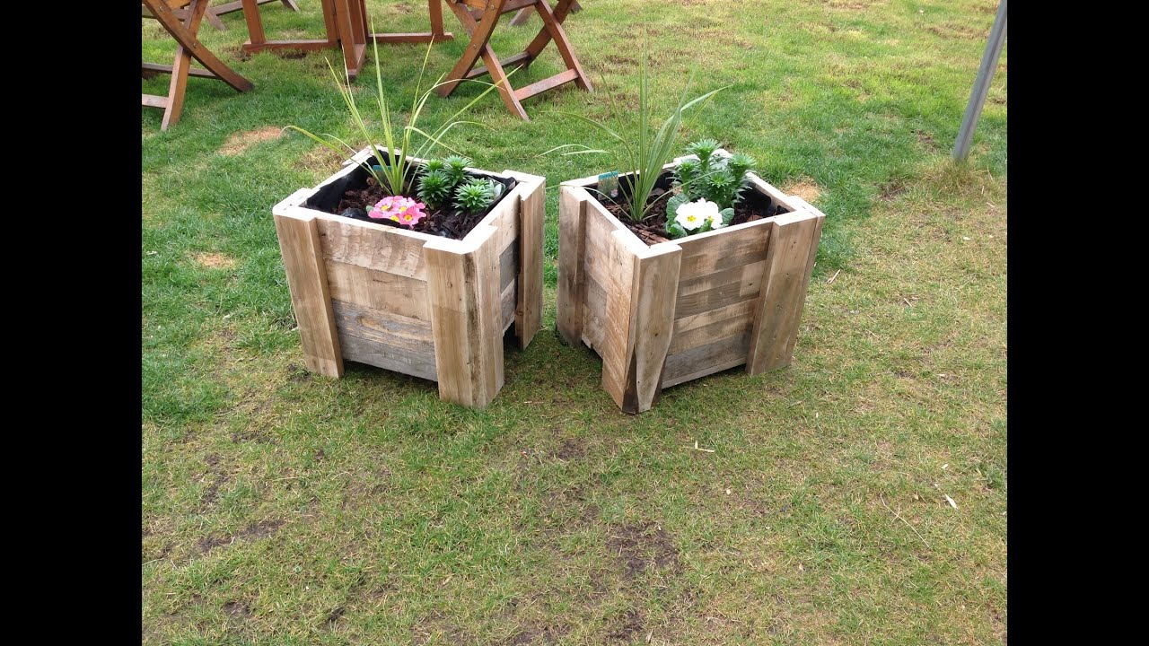 Building a pallet planter youtube for How to make a flower box out of pallets