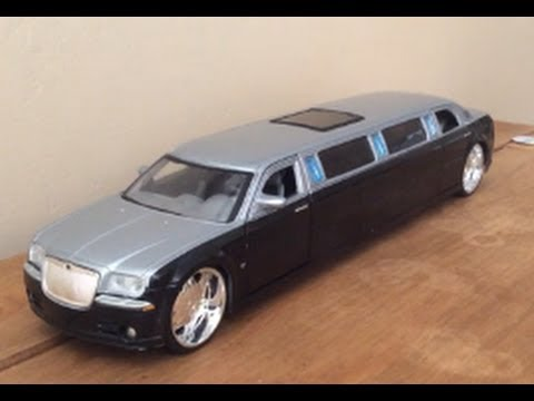 review 1 24 chrysler 300c limousine by maisto playerz. Black Bedroom Furniture Sets. Home Design Ideas