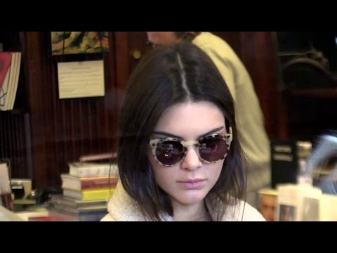 Kendall Jenner goes to Galignani English library and Shiatzy Chen Paris
