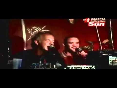 Rooney dá canja no karaoke