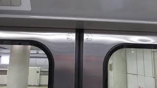 横浜市営地下鉄グリーンライン10000形10021編成 戸閉減圧機構式ドア閉