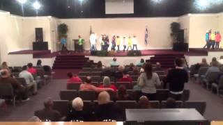 "Praise dance ""walking"" (Mary Mary)"