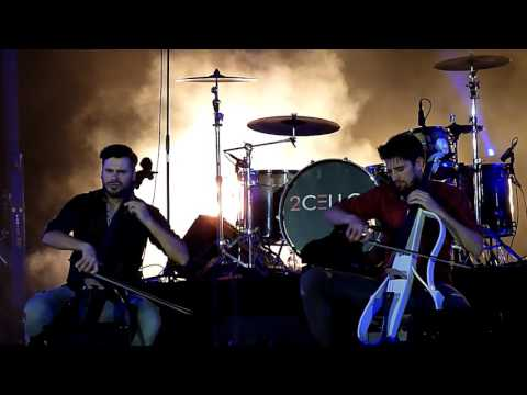 2CELLOS - With Or Without You / Fan Action in Rome 2016
