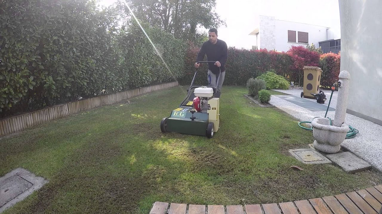 L 39 arieggiatore per eliminare muschio ed erba secca youtube for Irrigatori automatici per giardino