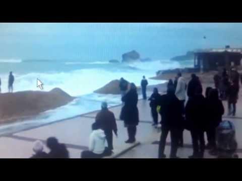 Tsounami Biarritz aux portes de l'hotel du palais