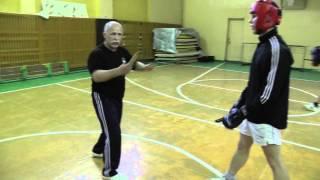 Вплетение ударов руками и ногами в ножевую технику