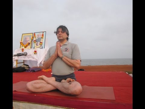 Senior Iyengar Yoga Teacher Birjoo Mehta Mega Class at Priyadarshini Park