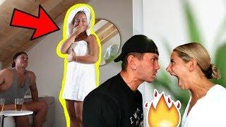 VI PRANKAR EVELINA ATT VI BRÅKAR GROVT!!! **Hon hamnar i chock HAHAHA!!!**