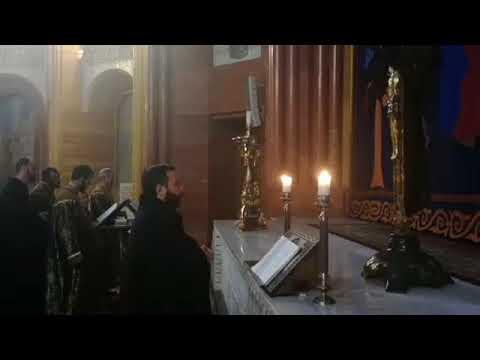 Служба в Армянской Церкви - Час покоя