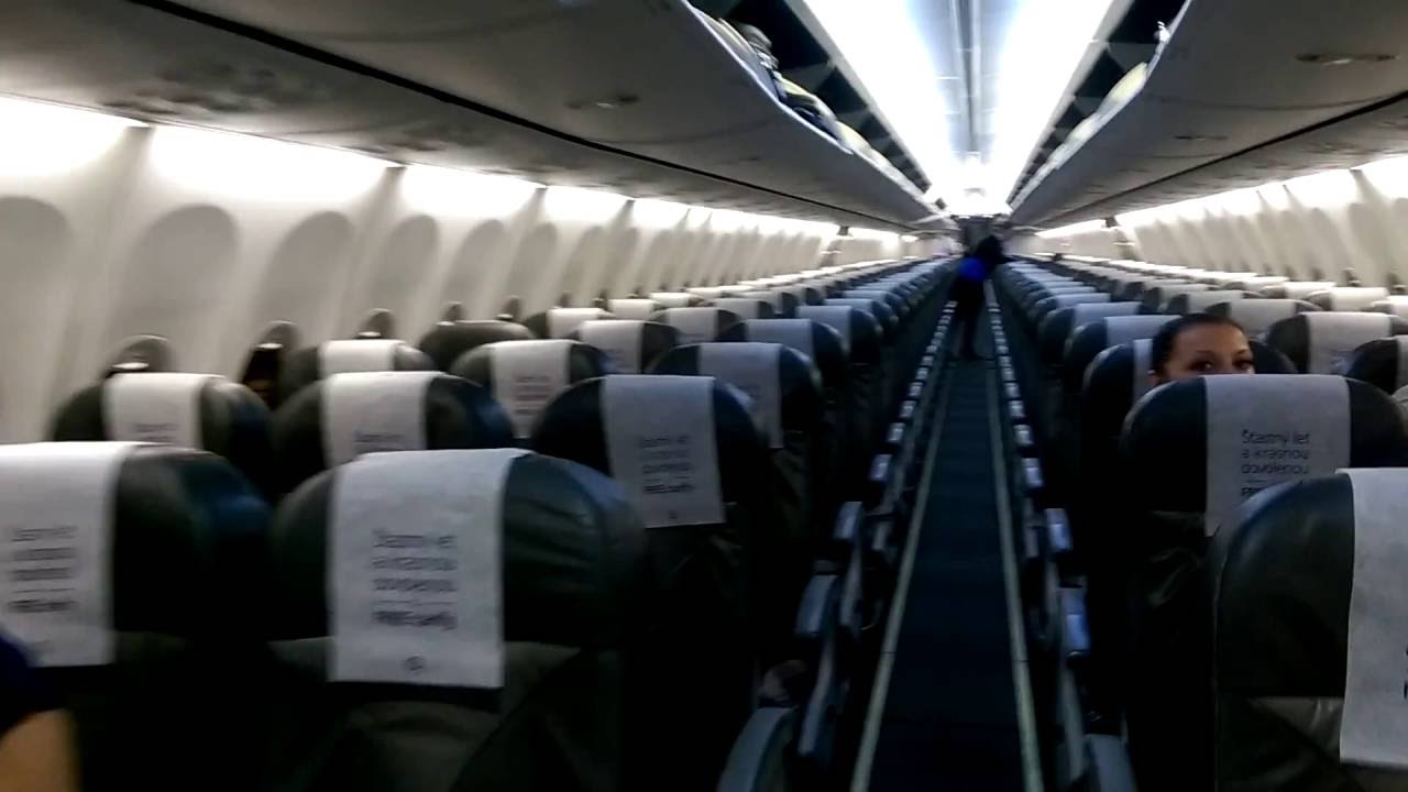 Travel Service Smart Wings Boeing 737 900 Boarding Youtube