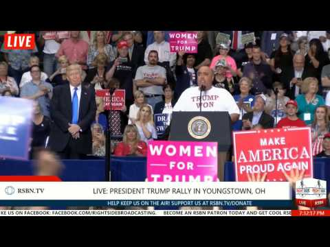 DEMOCRAT who Voted for President Trump on Stage at Youngstown Trump Rally