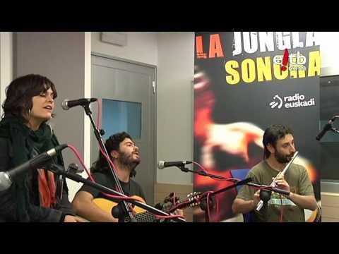 "Canteca de Macao canta ""Música"" en La Jungla Sonora (Radio Euskadi)"