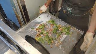 Steam Rice Noodle Rolls(cheung fun)—Taiwanese street food Taipei 腸粉—台灣街頭小吃.台北