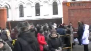 Люди у храма иконы Казанской Божьей Матери(, 2014-01-14T11:13:47.000Z)