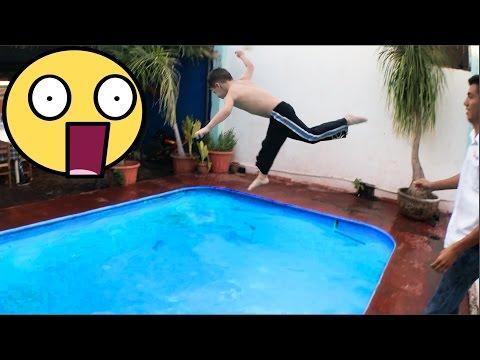 AVENTARON EL NIÑO A LA ALBERCA!!! (BayBaeBoy Vlogs)