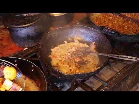 Pérou Cordillère Des Andes Cuisine Traditionnelle /  Peru Andes Cuisine