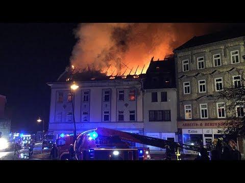 Brand in Mehrfamilienhaus in Mühlhausen - mehrere Verletzte