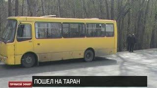 В Екатеринбурге грузовик протаранил автобус с 17 пассажирами