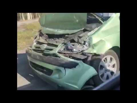 На трассе под Екатеринбургом жёстко столкнулись байкер и Hyundai