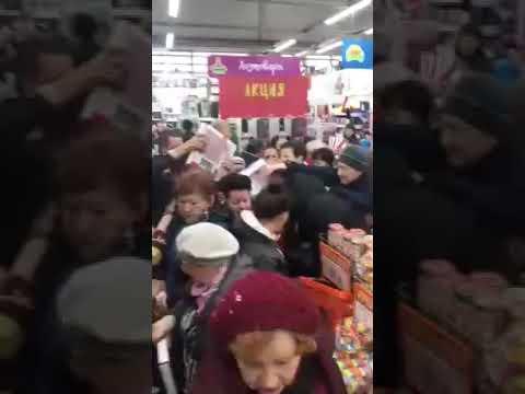 Драка на распродаже весов по 99 рублей в ТЦ.Самара