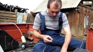 Семья Бровченко. Посиделки за починкой проводки в автомобильном прицепе.