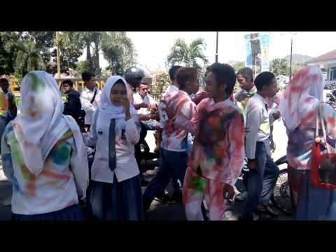 """Video """"Ganasnya"""" Aksi Coret Siswa di Kota Bima"""